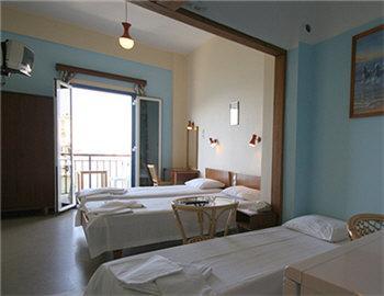 Loukia Hotel Τρίκλινο δωμάτιο Χανιά