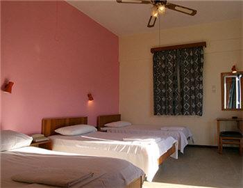 Loukia Hotel Τρίκλινο δωμάτιο στο πλάϊ του ξενοδοχείου Χανιά