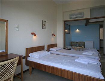 Loukia Hotel Τρίκλινο δωμάτιο με θέα στο λιμάνι Χανιά