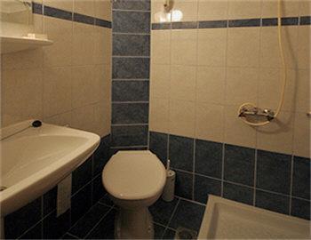 Loukia Hotel Μπάνιο Δίκλινο δωμάτιο στο πλάϊ του ξενοδοχείου Χανιά